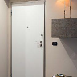 Vista interna di una porta blindata