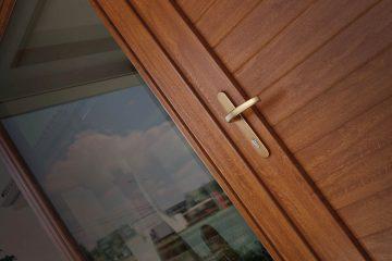 Dettaglio di una porta in pvc