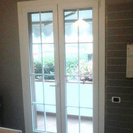Una finestra a due ante